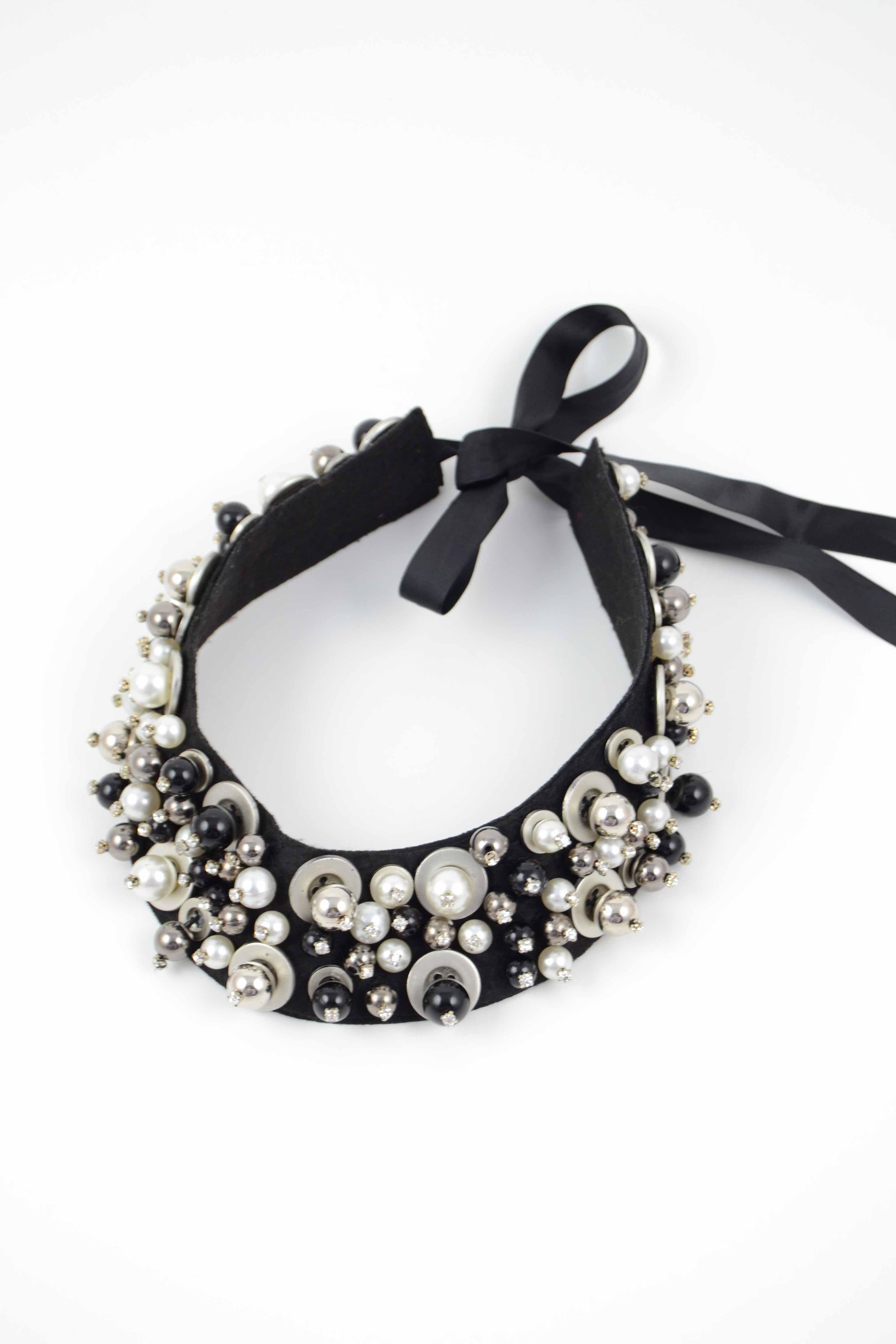 Collar,con,perlas,blancas,y,negras,LS2017(2)