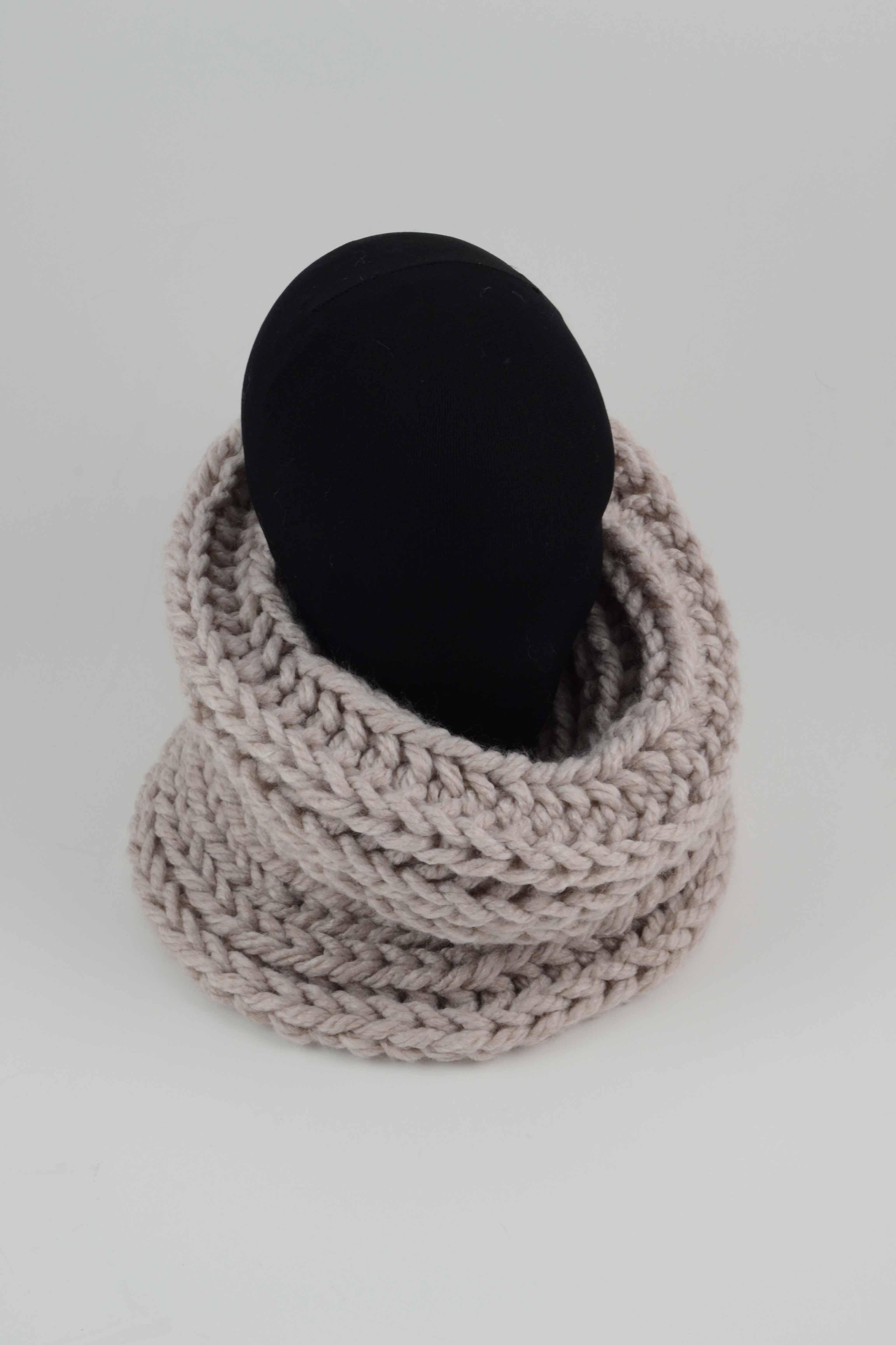 Cuello trenzado hecho a mano color beige claro la sombrerera - Color beige claro ...